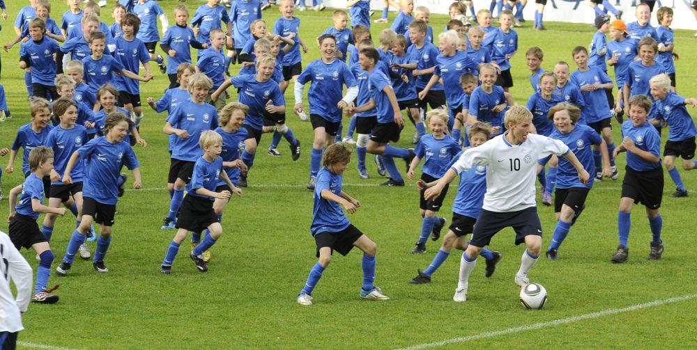 Suvelaagrite noored toetavad kolmapäeval Eesti koondist