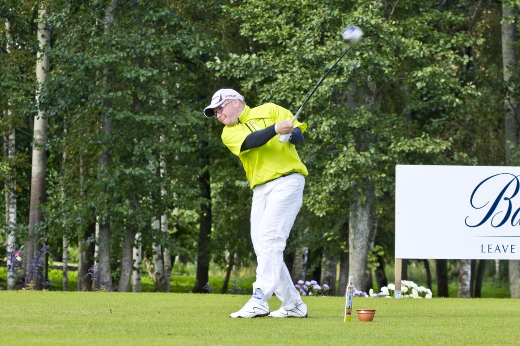 Ajakiri Golf: Nüüd on Erkki Sarapuu mänguasjaks golfikepp