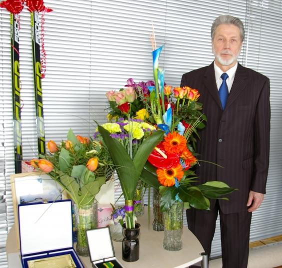 Aksel Saal sai juubeli puhul Võru linnapea vapimärgi