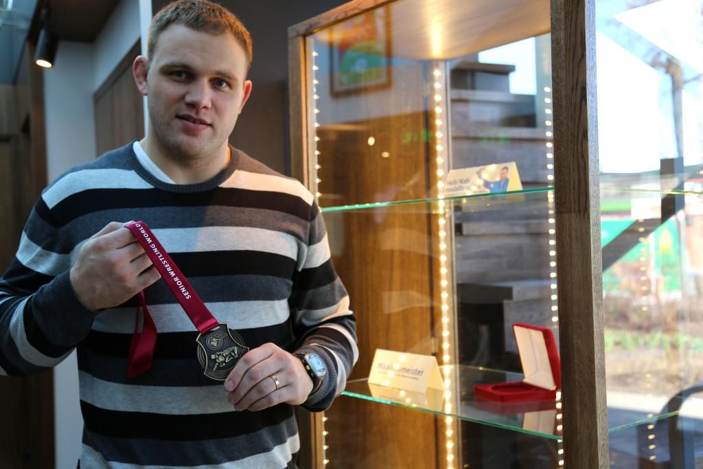 Heiki Nabi tõi oma medalid näitusele