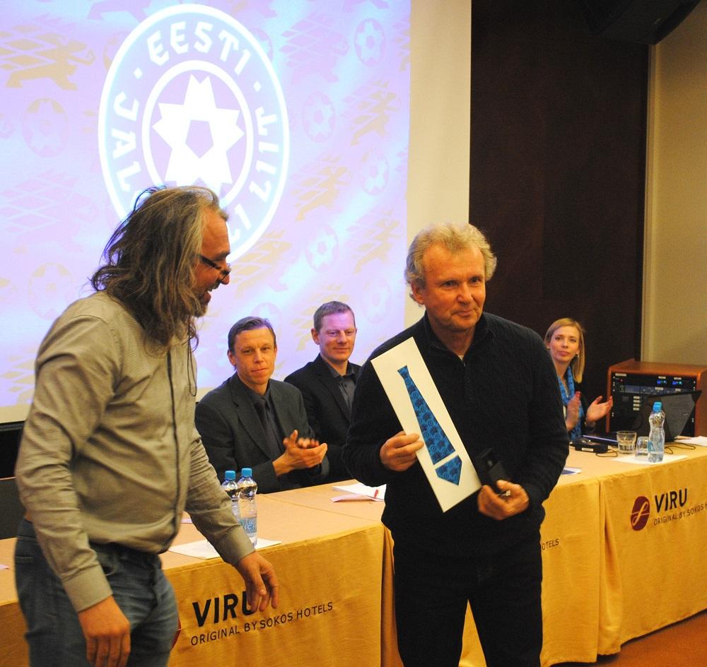 Jalgpalliliidu hõbemärgi pälvisid Leo Ira ja Viktor Mets