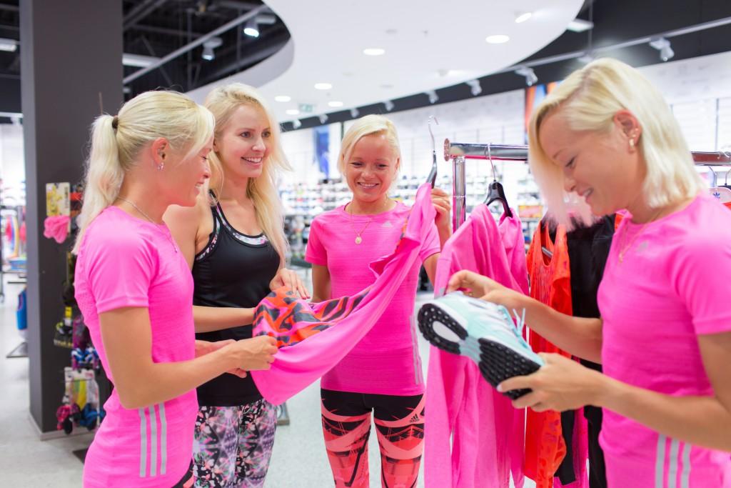 Tippjooksjad õed Luiged aitavad Piret Järvisel Ööjooksuks valmistuda