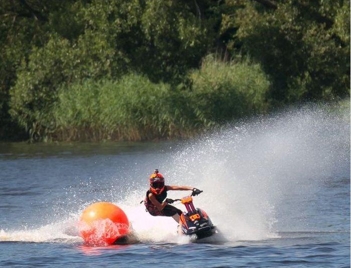 Pärnu jõel toimus selle aasta suurim jettide võidusõit