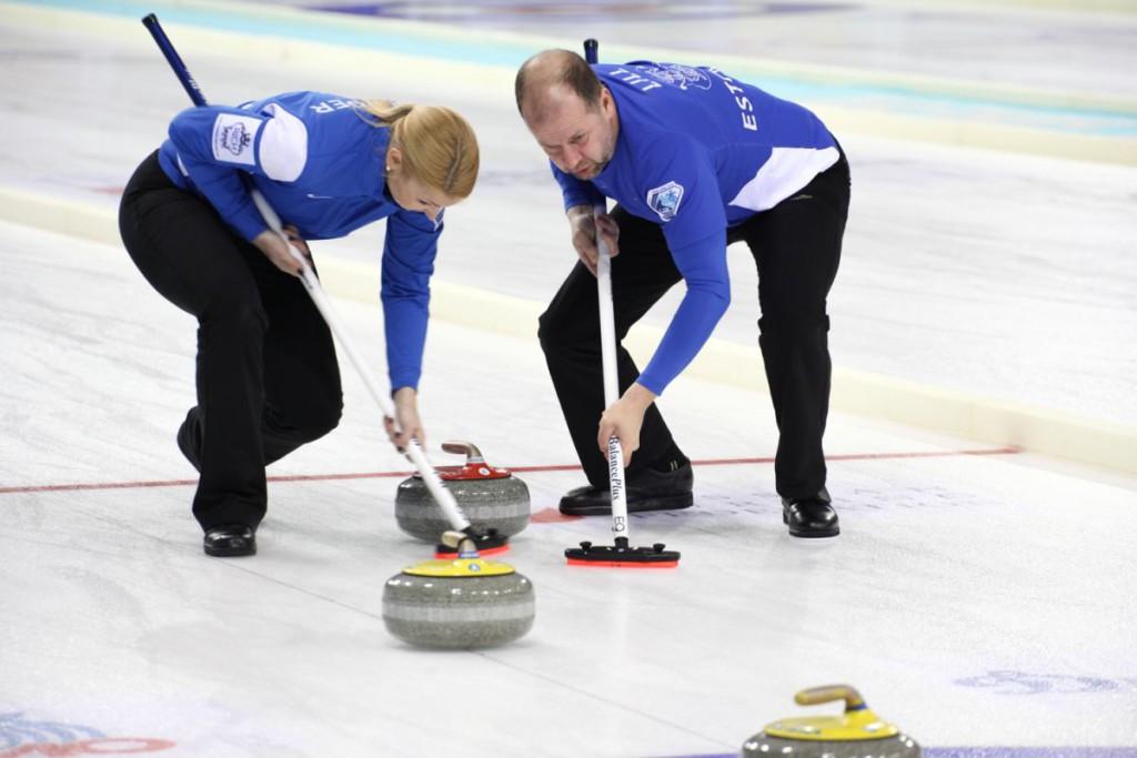 Galerii! Eesti curlinguvõistkond on MMi veerandfinaali lävel