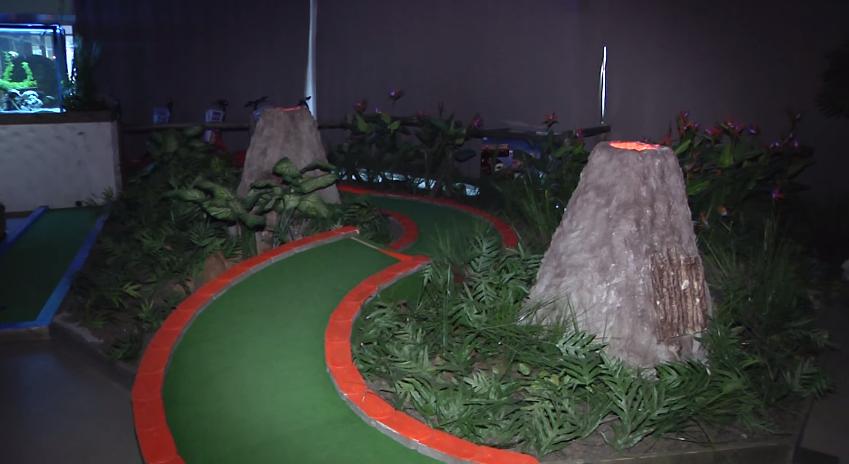 Elamusgolfikeskus ootab suurperede lapsi hämarusse golfile3