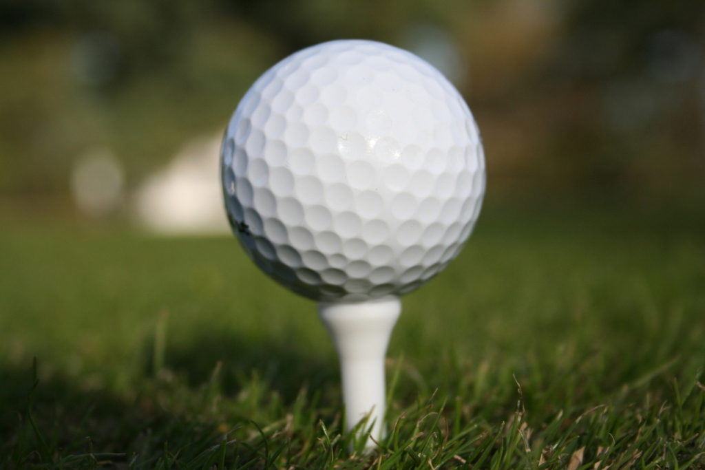 """AJAKIRJA GOLF ÜLESKUTSE! Soeta heategevuslik golfipall ning vaata, kas Sinu pall suudab võita """"lähim lipule"""" võistluse helikopterilt!"""