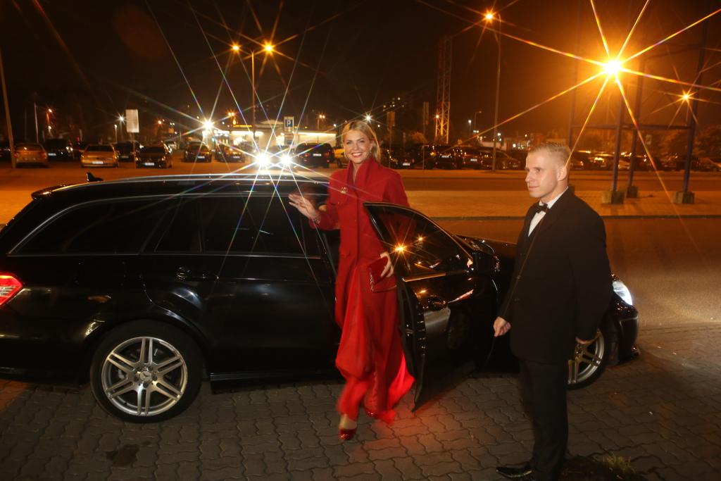 PAPARATSO! Eesti säravad staarid tulid King of Kingsile Saksa Takso transfeerautodega