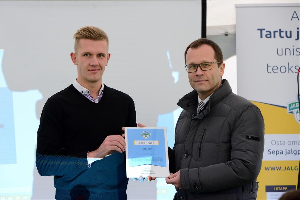 Kampaania eestvedaja Kaarel Kiidron ja Tartu linnapea Urmas Klaas Foto: Imre Pühvel / JK Tammeka