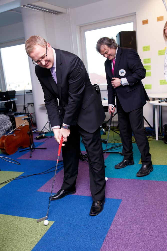 AJAKIRI GOLF! EESKUJUKS ETTEVÕTJATELE! Bigbank tegi oma töötajatest golfarid