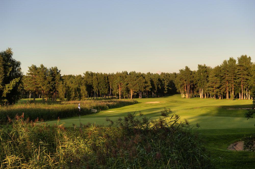 AJAKIRI GOLF! GOLF AITAB! Golf toob Niitväljale kokku heategijad