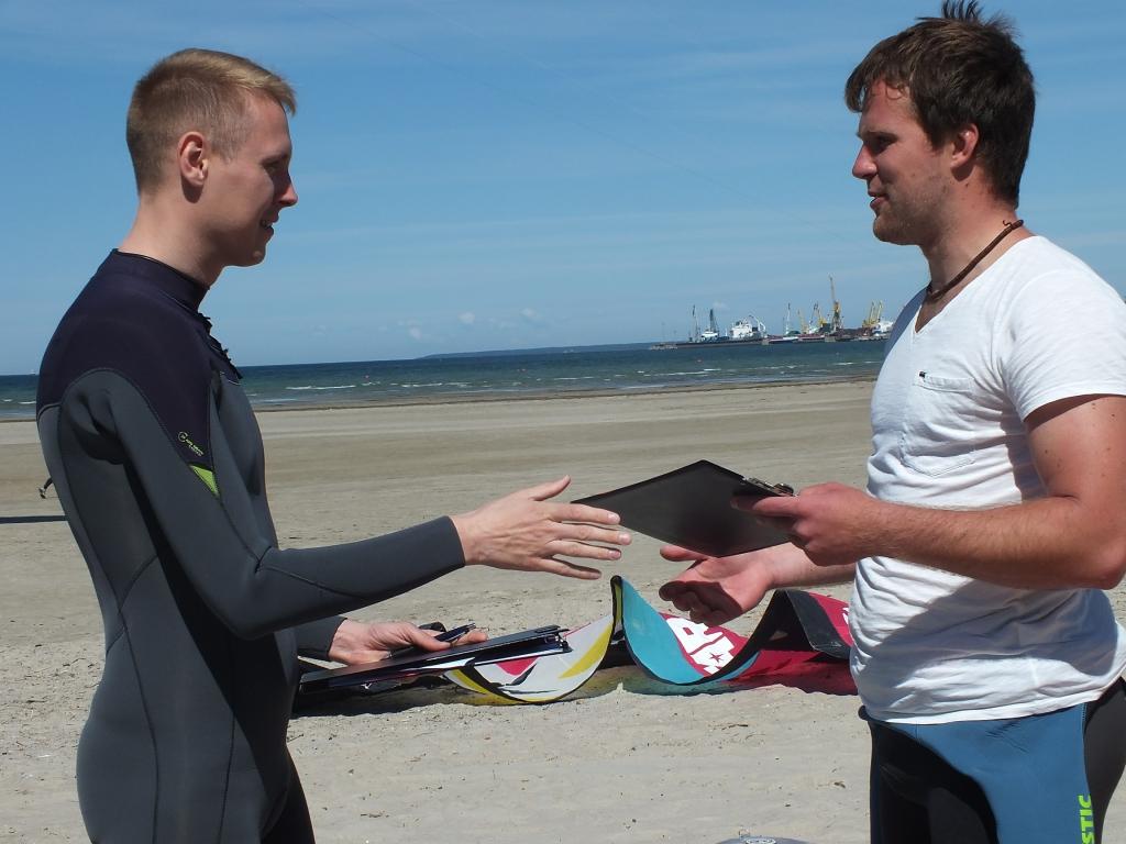 SURFIKOOL STROOMI RANNAS! Surfilaual allkirjastati täna surfikooli avamise leping
