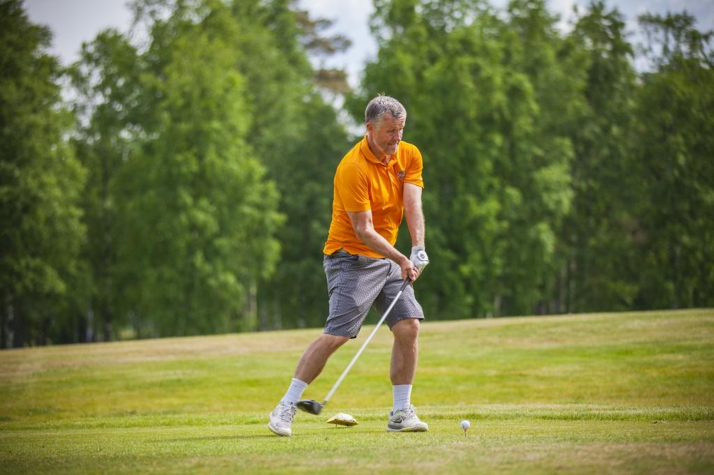 """AJAKIRI GOLF! FOTOD! Vaata, kes olid kohal """"Golf aitab 2016"""" võistlusel"""