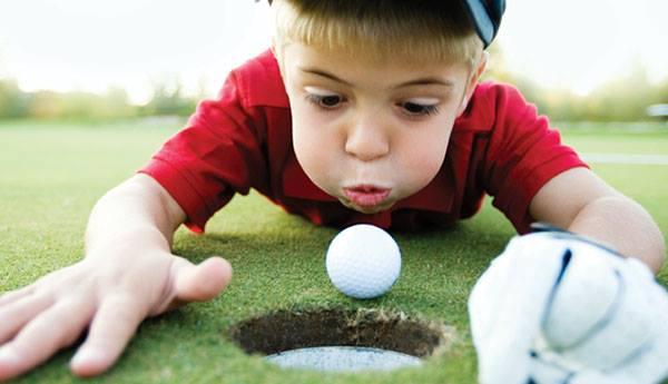 AJAKIRI GOLF! TRENNID PRO MAXIME'GA! Suuresta golf ootab lapsi golfipalli toksima