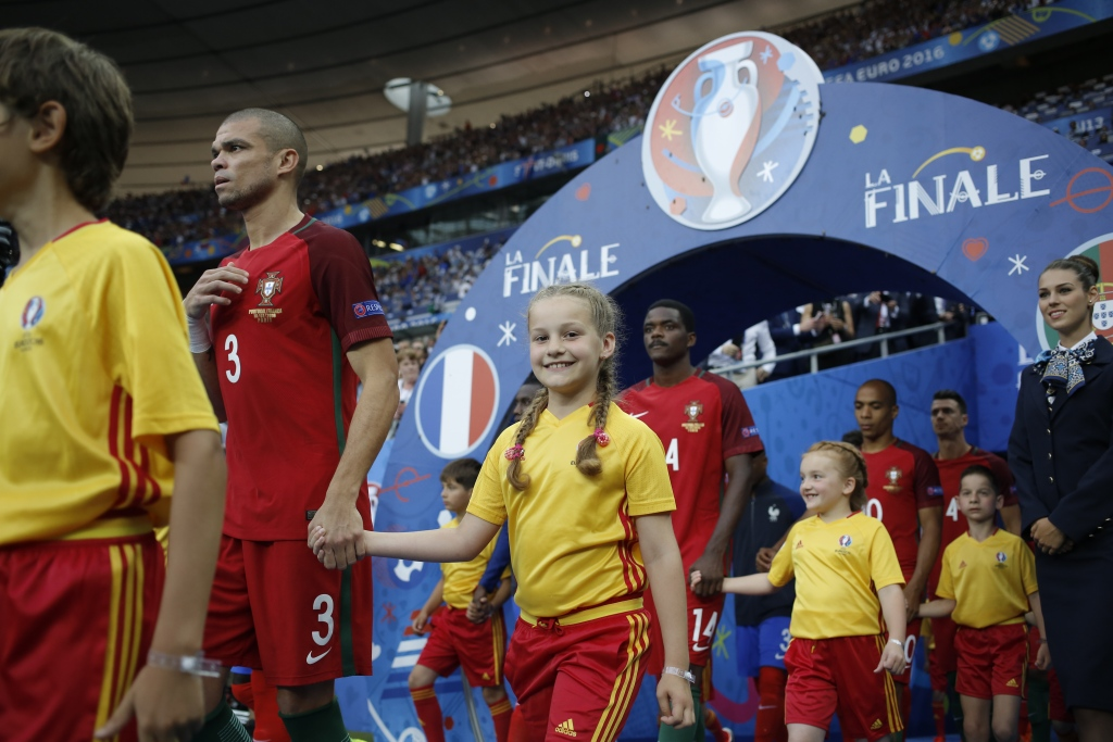 UEFA_EURO2016_PlayerEscort_McDonald's_Match51_Portugal_France_Saint-Denis