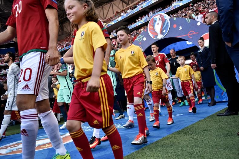 TÄNA ÕHTUL! Täna marsib jalgpalli EMi väljakule 9-aastane Eesti tüdruk