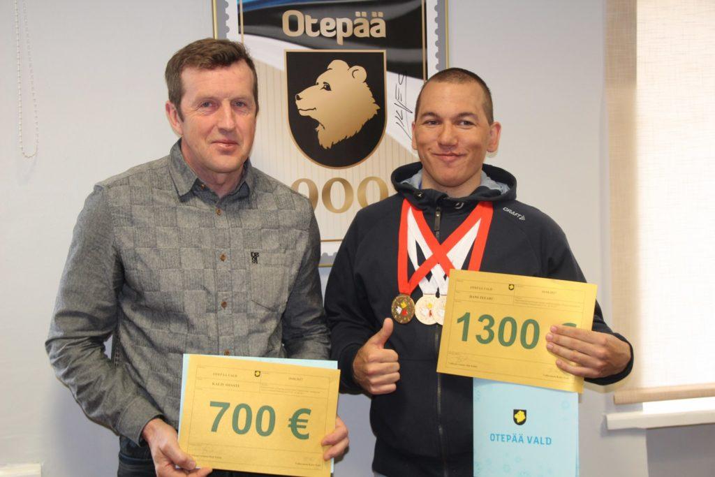 Hans Teearu ja treener Kalju Ojaste vallavalitsuses Foto: Monika Otrokova