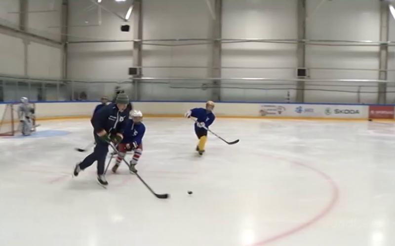VIDEO! Siim Liivik tõi NHL-i staarid Tallinnasse noori hokipoisse õpetama
