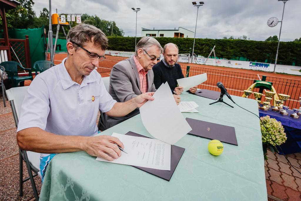 Raplasse soovitakse rajada tennise sisehall