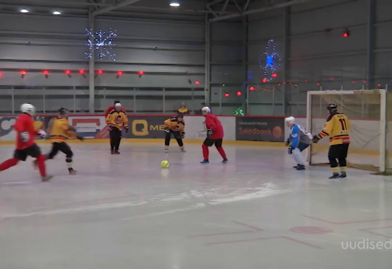 Video! Jääväljakul toimus ainulaadne jalgpallilahing