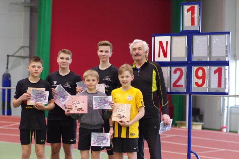 Eesti rekord purustatud! 70-aastane Elmo Oidermaa püstitas uue Eesti teivashüpperekordi