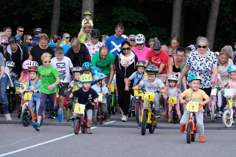 FOTOD I Jüri Ratase jalgrattavõistlus tõi kokku üle 800 rattasõpra
