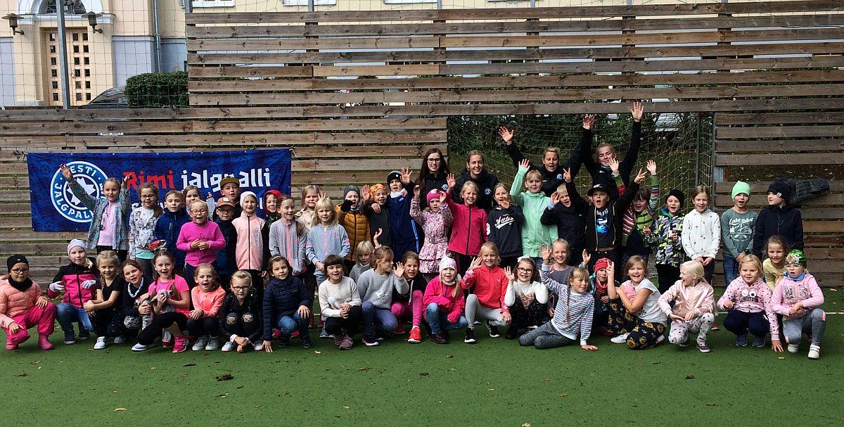 Tartus peeti tüdrukute jalgpallifestivali