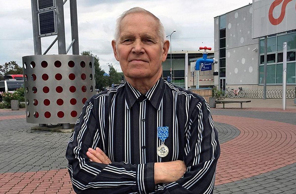 TÄNA TARTUS! Eesti Kulturismi ja Fitnessi Liidu president tänas ja tunnustas Arne Heinlaidi