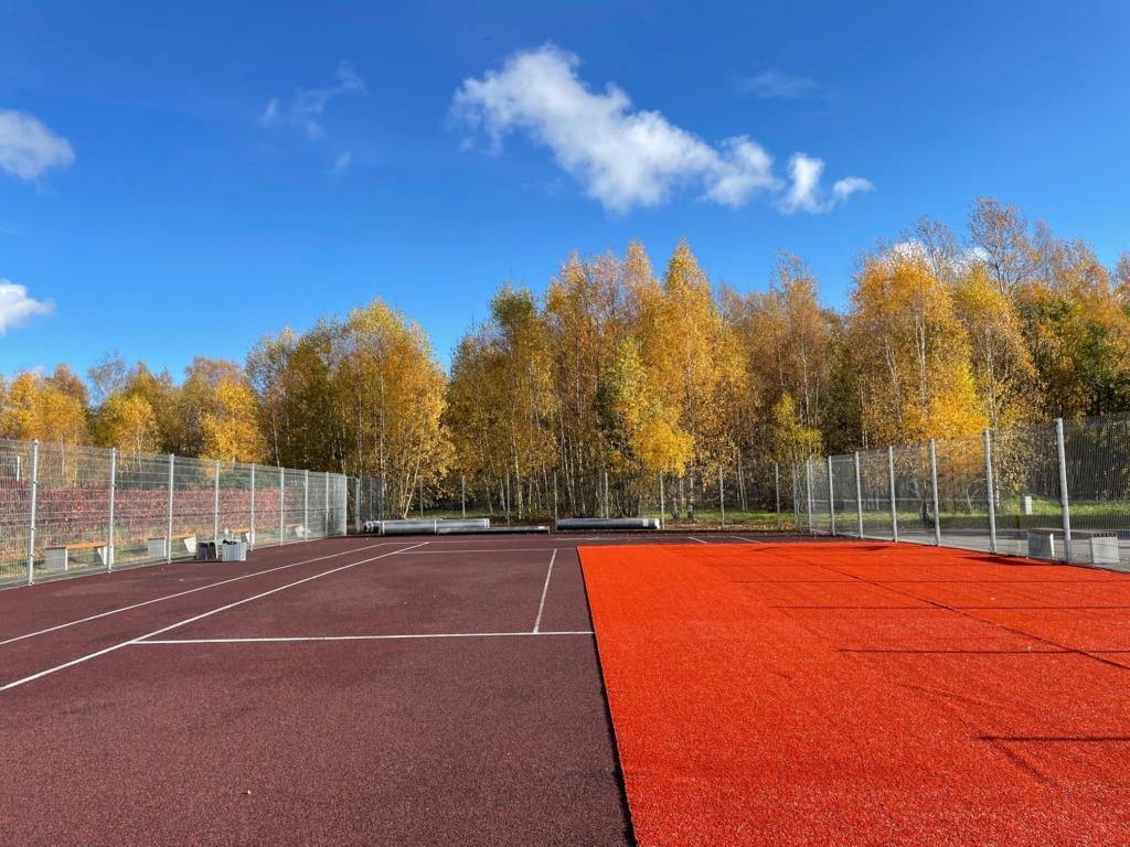 Nõeliku tn tenniseväljak saab uue katte